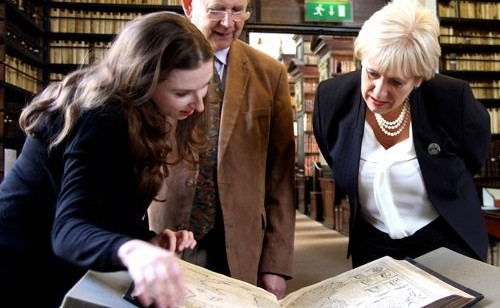 We were delighted to welcome Minister Heather Humphreys T.D. to the library yesterday.
